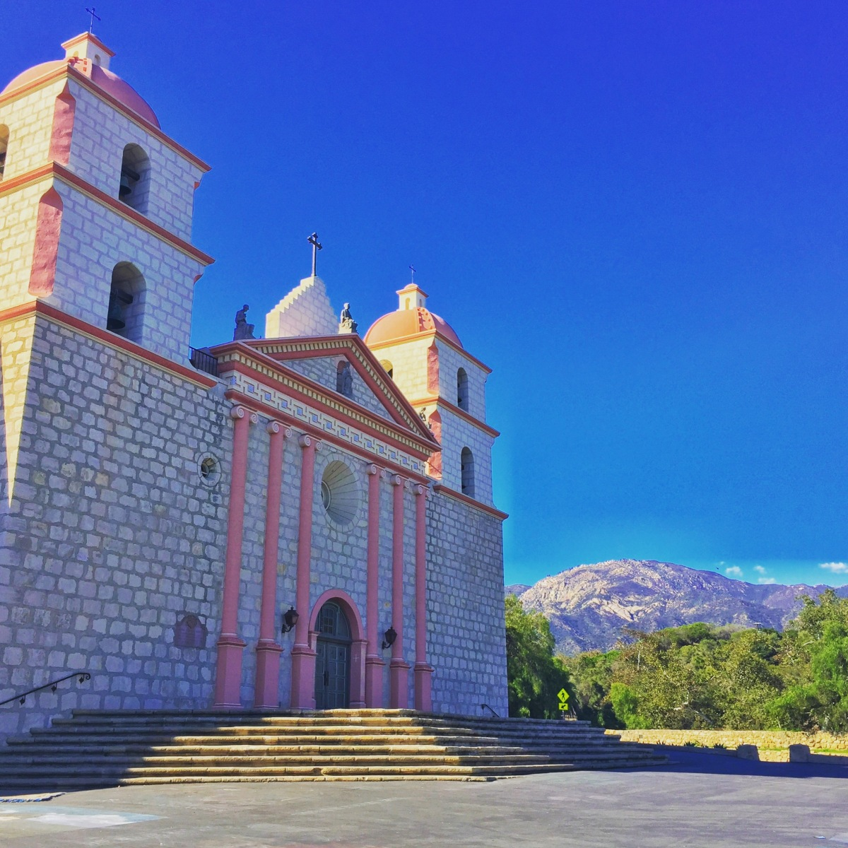 veen on the road: old mission santa barbara.