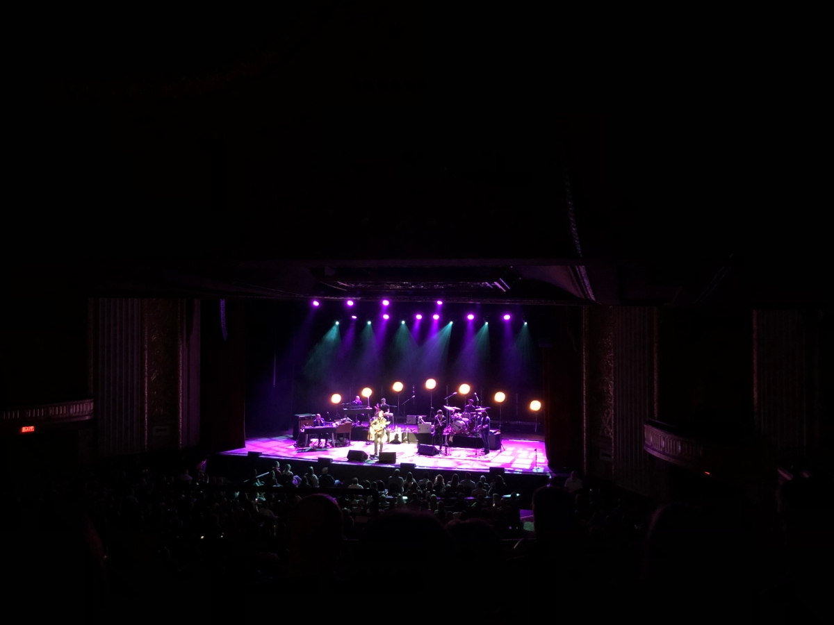 11 of 52 / 2019: amos lee in concert.
